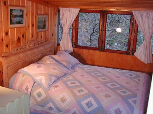 Mariposa Cabin Bedroom